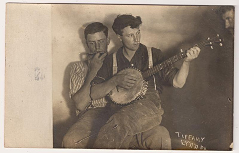 banjo-harmonica-men-bw-482