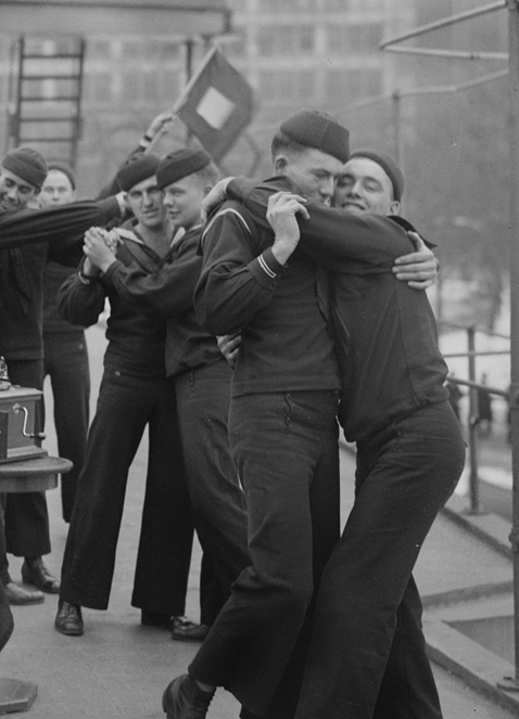 sailors-dance-loc-bw-478
