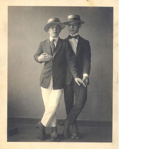 roller-skate-gay-men-vintag